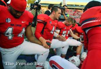 Fresno State quarterback Derek Carr leads his team in prayer -- no matter the score.